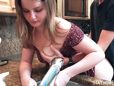 Cute babe Eliza Eves fucking while washing the dishes