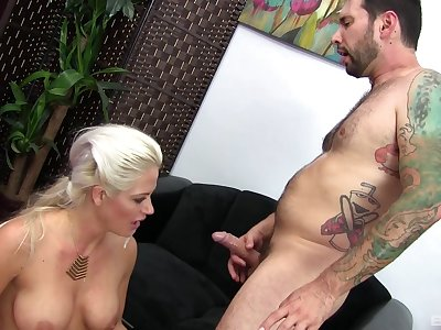 Blonde MILF Holly Heart rides a mammoth boner and get a mammoth facial