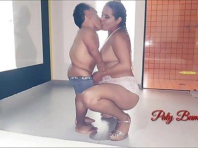 Casamento da Paty Bumbum com o anão mais famoso da televisão brasileira Zezinho Teves . Na lua de mel me judiou no anal mas me fez gozar gostoso (Video completo no RedXvideos) El Toro De Oro. Direção Nego Catra