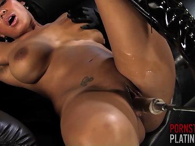 Faustine Lee takes vulnerable the Fuck Machine - PornstarPlatinum