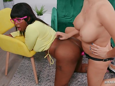 Stepmom Strap Superior to before - interracial lesbian love with maw Ryan Keely & stepdaughter Daizy Cooper