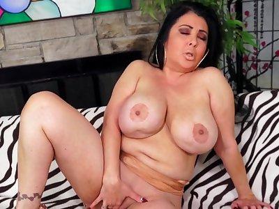 Chubby Cougar Jaylene Rio Fucks  BF