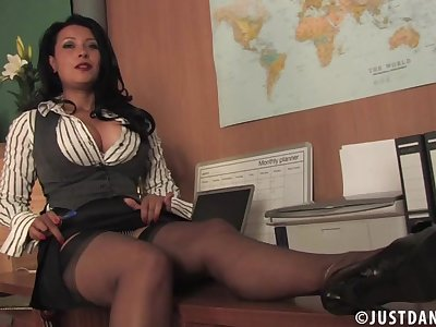 By oneself tiro video of Danica Collins pleasuring her wet pussy