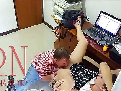 Lady big gun and worker Pussy swept off one's feet Do you want to be my employee? The woman big gun ordered the worker to make will not hear of cunnilingus Hidden camera in office