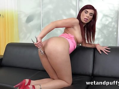 Redhead puts a speculum in her pussy to open it up