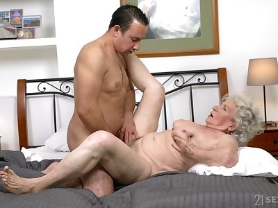 Granny gets the dick upon both holes and loves the jizz atop feature